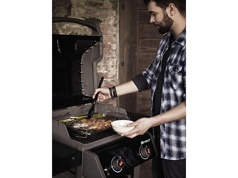 barbecue a gas spirit eo 210 black con 2 griglie di cottura. Black Bedroom Furniture Sets. Home Design Ideas